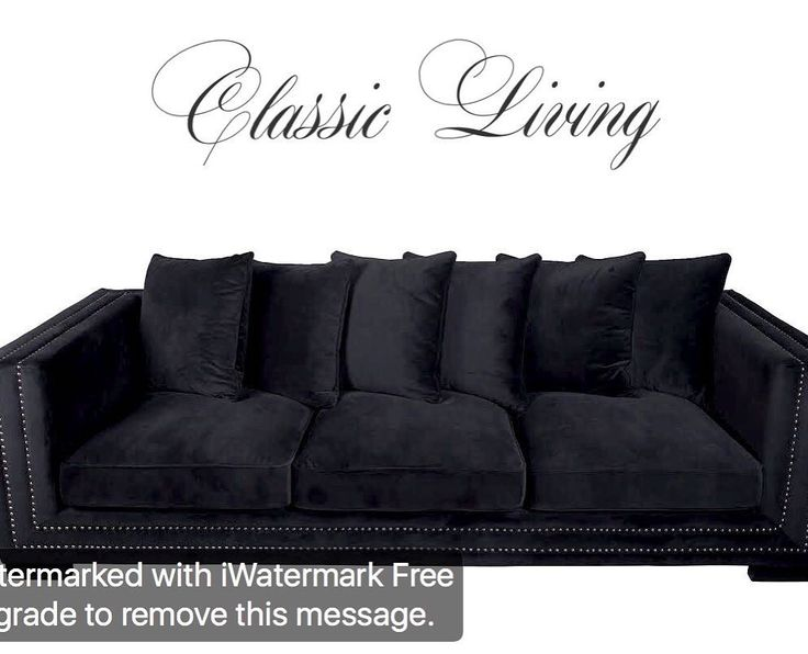 MANHATTAN SOFA   Manhattan sofa er en nydelig sofa med god sittekomfort. Sofaen er trukket i nydelig sort velour og har lekre detaljer med nagler i sølvfarge. Manhattan sofa har et tidløst og tøft design. 6 store puter medfølger.  Mål:  Lengde:  250 cm Dybde:  100 cm Høyde:  75 cm  Sittehøyde: 49 cm  Pris: 11900. For mer informasjon se www.classicliving.no #classicliving #interiør #sofa