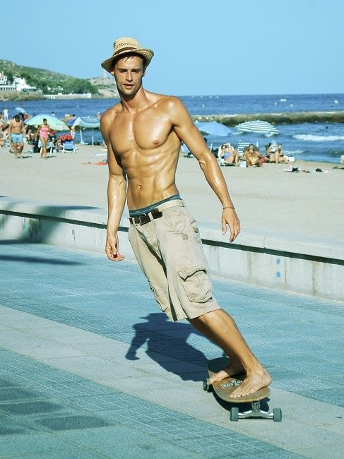 ~ Oh yeah!!  This is eye candy right here!!  Barefooted & skateboarding!!