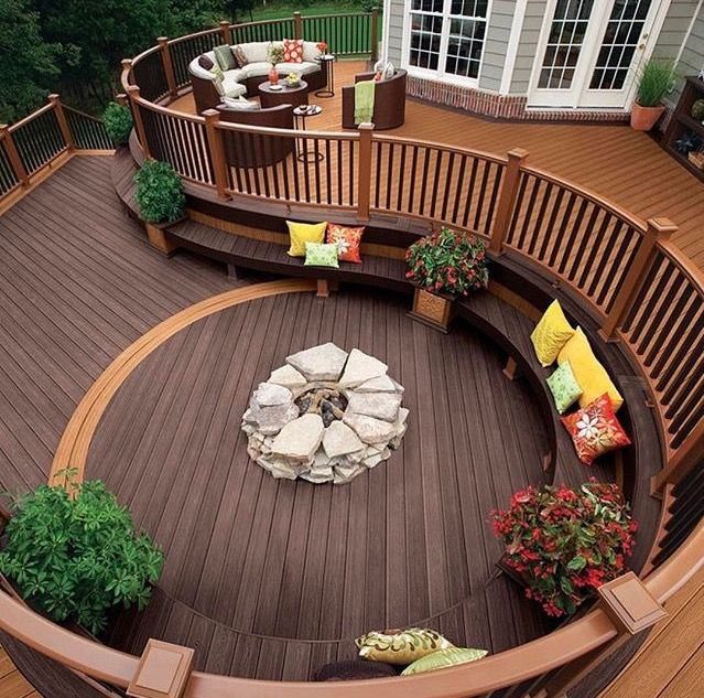 Amazing curved deck made of trek materials