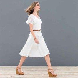 Jaren '50 rok. Tip: Draag wit op wit, lekker zomers! De klokkende rok heeft een fijne lengte om je benen deze zomer te laten stralen! Dit patroon is geschikt voor beginners!