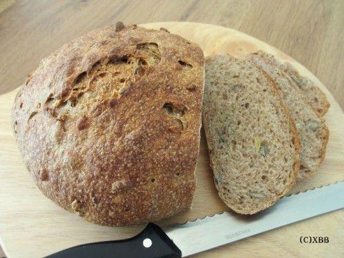 Volkoren desembrood met zaden, recept, zelf maken, diy, brood, deeg, kneden, oven, bakken, ontbijt, lunch, tussendoortje, smakelijk, volkoren, vezelrijk.