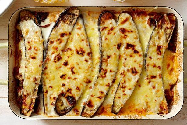 Μελιτζάνες+με+κιμά+και+ελαφριά+μπεσαμέλ+στο+φούρνο