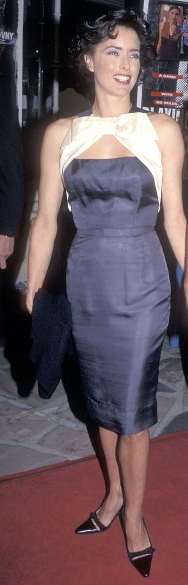"Decades' Golden Moments - Best Celebrity Vintage Red Carpet Moments: Tea Leoni in Don Loper at the ""Playing God"" premiere"