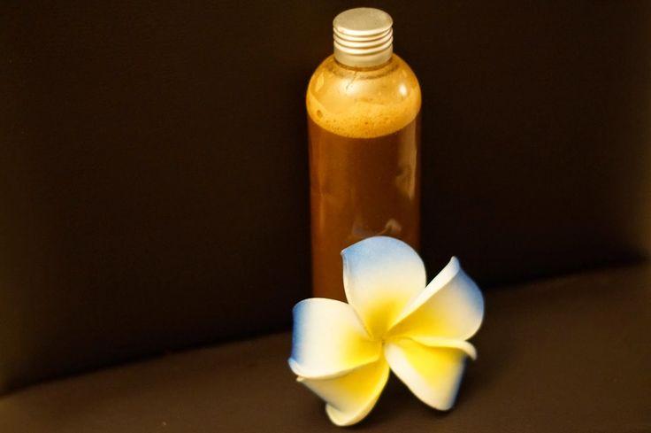Shampoing au miel et à la poudre de shikakaï.