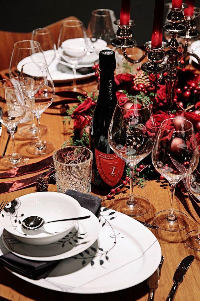 Christmas table at Royal Copenhagen set by Thomas Evers Poulsen. #Black fluted mega mussel