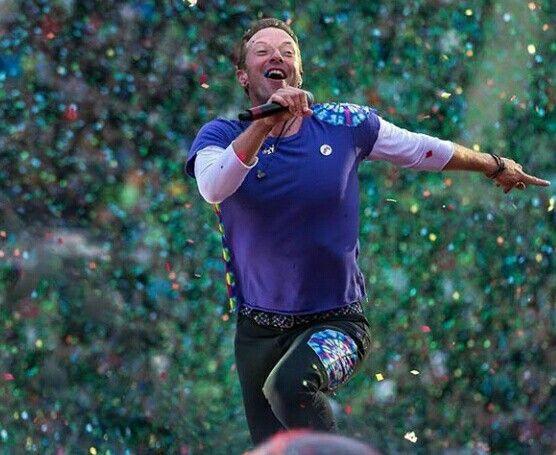Christopher Anthony John Martin, mais conhecido simplesmente como Chris Martin, é um cantor, compositor e músico inglês, conhecido como o vocalista da banda Coldplay.
