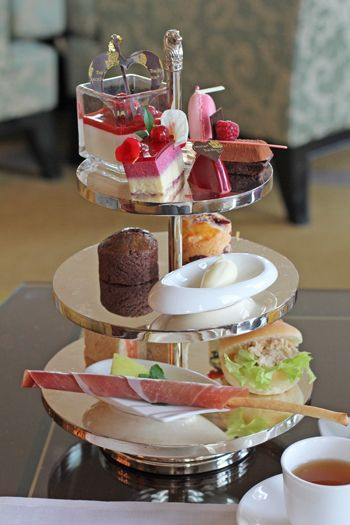 Every month women need to take time out and celebrate their gorgeous sisters with afternoon tea, champagne and conversation (laced with giggles!!) #starmonroe