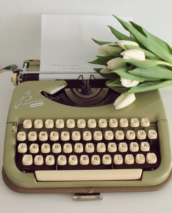 Princess retro working portable typewriter Vintage by Cottoni