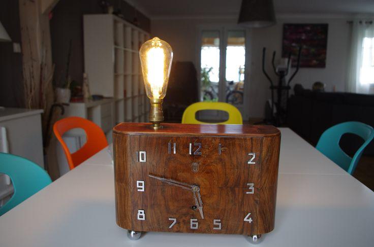 Lampe vintage créée à partir d'une pendule des années 50! Horloge non fonctionnelle.