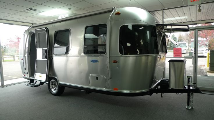 Your New 2017 Airstream Sport 22FB Travel Trailer is waiting for you at National RV Detroit. You'll love our selection and prices! VIN# 538440