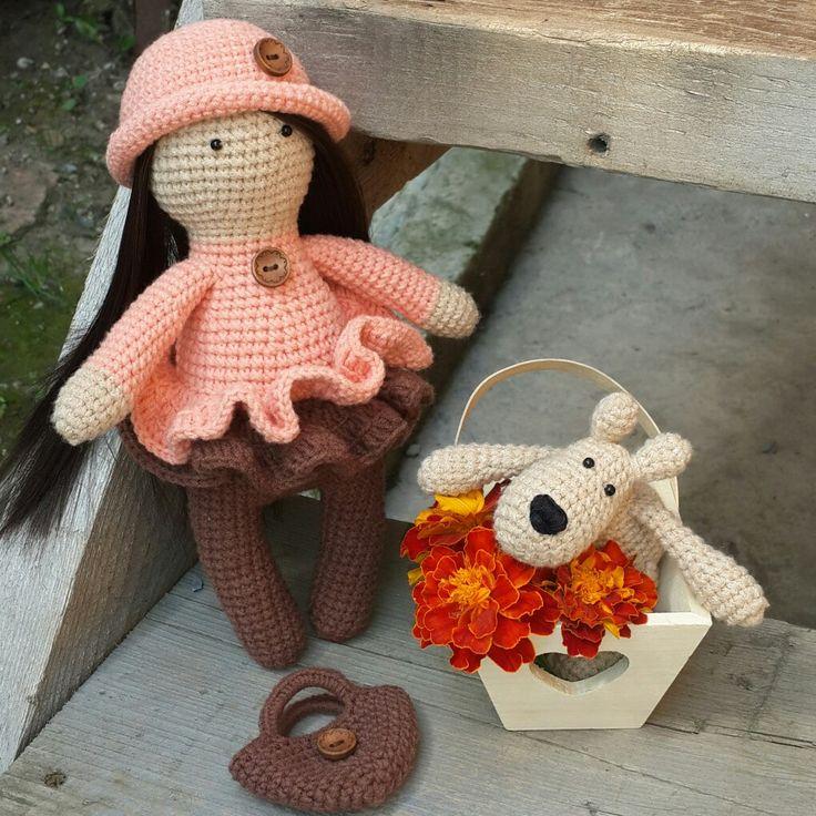 Интерьерная кукла. Выполнена в технике амигуруми
