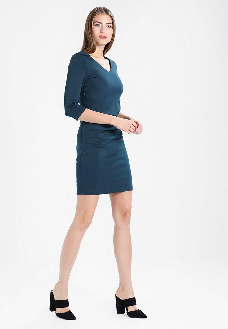 ¡Consigue este tipo de vestido de tubo de Kaffe ahora! Haz clic para ver los detalles. Envíos gratis a toda España. Kaffe INDIA  Vestido de tubo green graphite: Kaffe INDIA  Vestido de tubo green graphite Ropa   | Material exterior: 80% poliéster, 17% viscosa, 3% elastano | Ropa ¡Haz tu pedido   y disfruta de gastos de enví-o gratuitos! (vestido de tubo, ajustado, ajustados, entallados, ceñido, ceñidos, bandage, tube, tight, pencil, band, fitted, wrap, skimming, figure-skimming, fits,...