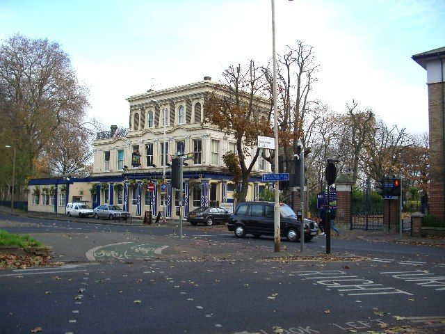 Moved in with Hubby,  our first house was in East London, between Mile End and Victoria Park,  this was our local pub.   The Roman Road was just round the corner from us.
