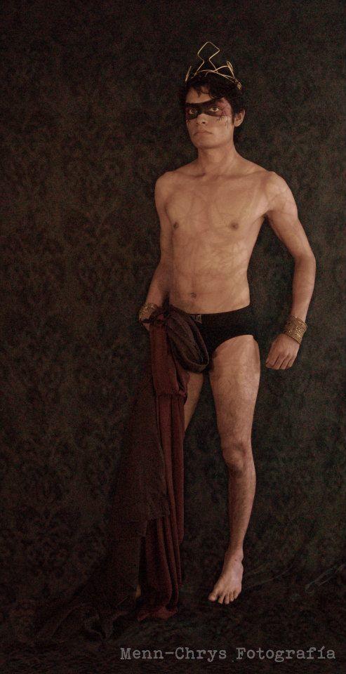 HADES (Dios del Inframundo)  Modelo: Bryan García   Fotografía: Men-Chrys Fotografía  Maquillaje:  Eduardo Daniel Bravo Adán