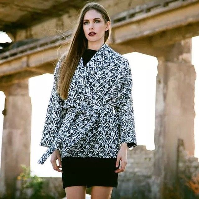 "Knock knock autumn's around the corner and our ""Inza"" japone jacket is here to warm you up during these chilly,rainy days.. //photo @santaface //styling @uberalbanis //#giuliashandmadeclothing#handmadeingreece#fashion#flashcollection#aw14_15#japone#jacket#inza#autumn#winter#newbrand#newcollection#handmade#campaign#photoshoot#prints#geometric#black#white"