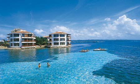 Esta vez viajamos a uno de los lugares más bonitos de Colombia y es San Andrés islas, sin duda el lugar más tropical de Colombia, en san Andrés se siente olor a playa a arena, está ubicada a 775 kilómetros de la costa atlántica de Colombia, la forma de llegar es por avión, a viajar Colombia hace una reseña de HAYNES CAY PASADIA una isla con una variedad de fauna increíble, de mares azules hermosos, de paisajes inspiradores y tropicales y absolutamente coralina.
