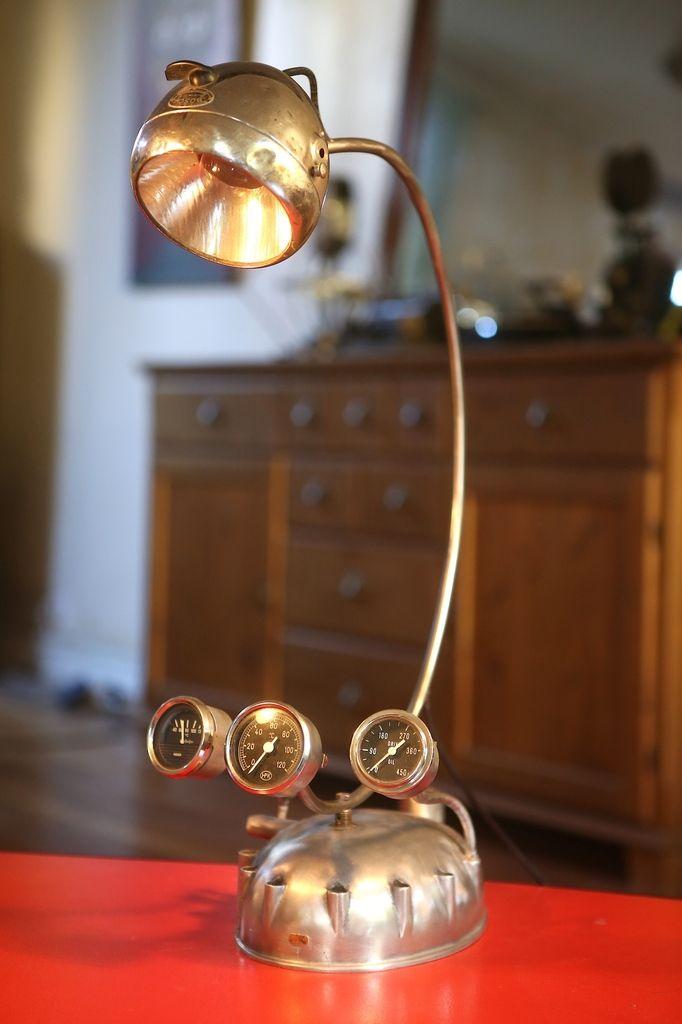Création lampe art récup phare et carter de moto vintage, manomètre