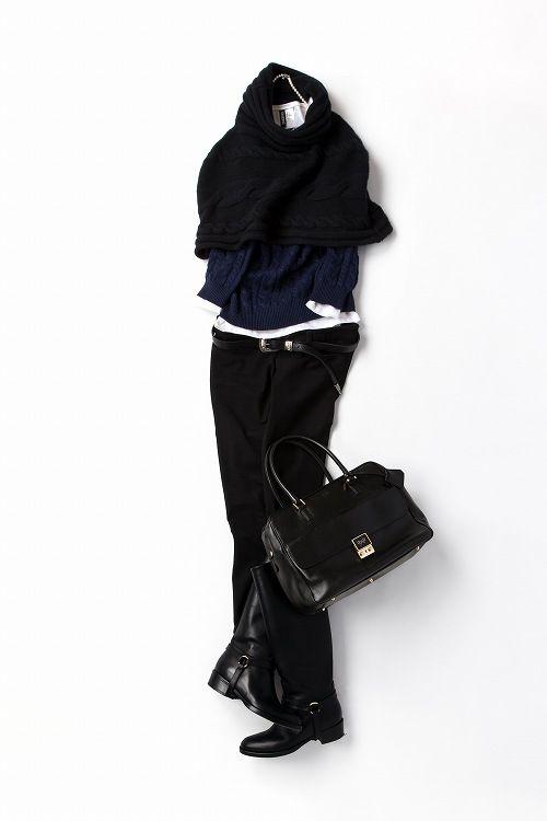 今年私的にいちばん旬な配色、ネイビー×ブラックをとにかく楽しみたくて。暖かい冬の日には、ニットケープで軽やかに。