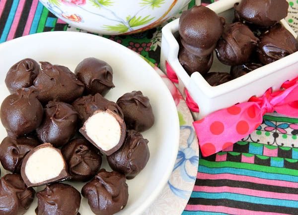 No Bake Vanilla Cake Balls: Cakes Mixed, Cakes Truffles, Chocolates Truffles, Baking Vanilla, Cakes Batter Truffles, Batter Chocolates, Vanilla Cakes, Truffles Recipe, Chocolate Truffles