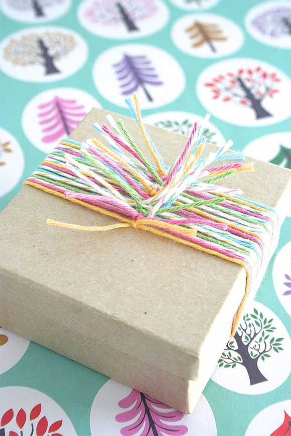 DIY Gift Wrap Ideas: Multicolor Twine Knots...