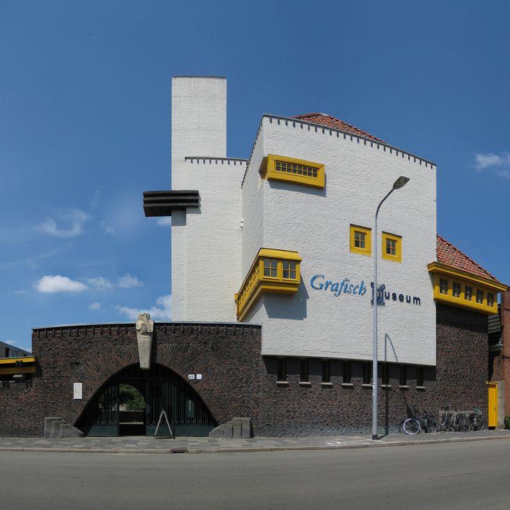 In een voormalig schoolgebouw aan de Parkweg is het Grafisch Museum te vinden. Een museum voor het grafisch ambacht, grafische kunst en vormgeving.