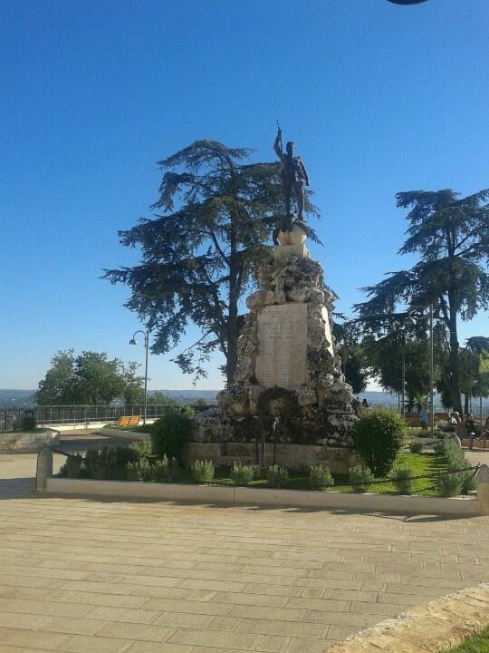 Villa comunale di Cisternino. Monumento ai caduti