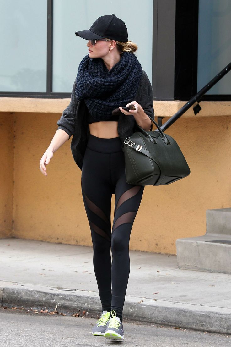 Her workout outfit! Wow #RHW Rosie Huntington-Whiteley #rosie #rosiehuntington