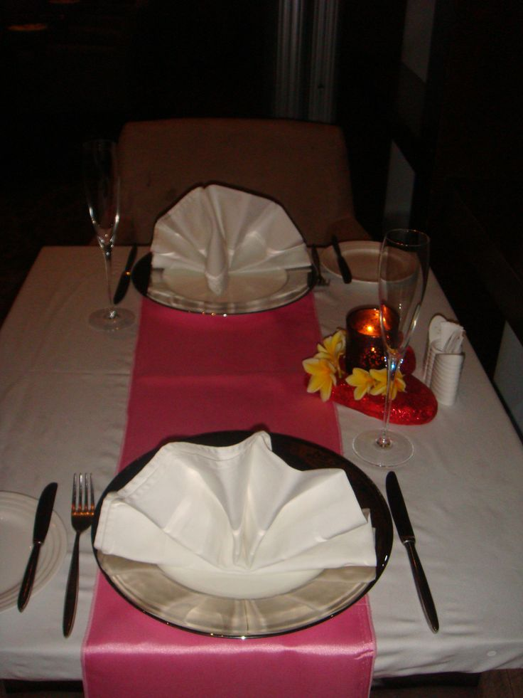 Valentine Table Setting; Romantic Dinner by The Pool?  Yay or Nay?!