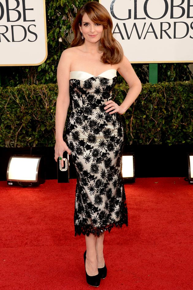 Tina Fey, a outra apresentadora da noite, com vestido bordado L'Wren Scott