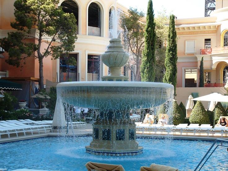 Fountain in the bellagio pool vegas made in italian for Garden pool ornaments