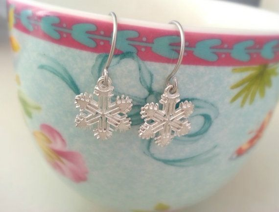 Silver snow flake earrings  small snow flakes by pinkdiamonddesign