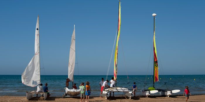 Calella, Pineda de Mar, Santa Susanna and Malgrat de Mar are four villages that hold the 'Family Holiday Destination' seal, which means they're particularly attentive to children's needs #BCNmoltmes #nature #outdoors #family #children #childrenfriendly #sports #beach