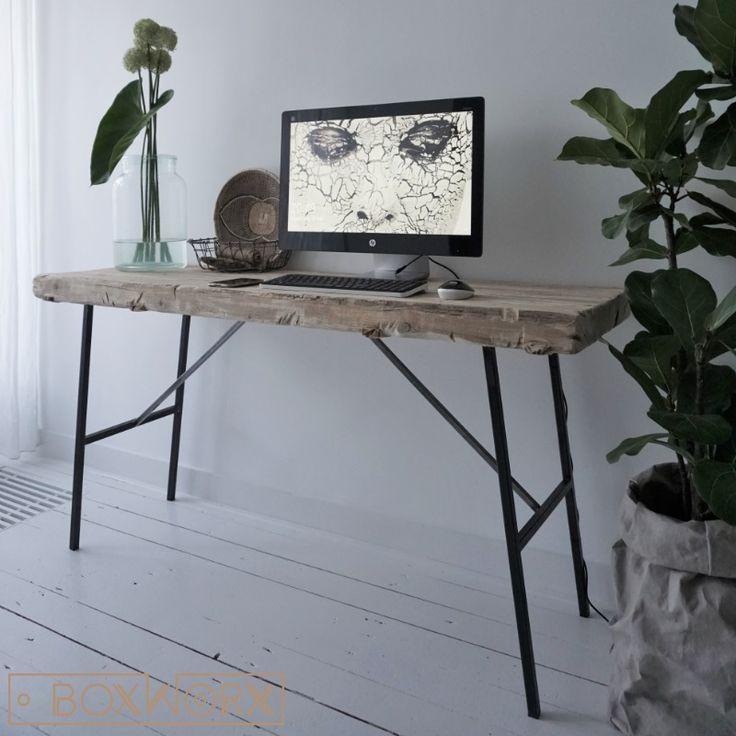Sidetable - bureau STORK is een stoer, industrieel bureau met een ruim 6cm dik oud -natuurlijk vergrijsd- houten blad op een doorgeschuurd zwart stalen onderstel.