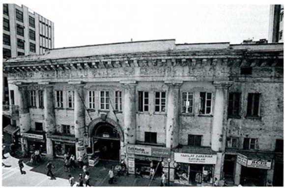 Beyoğlu İstiklal Caddesi Narmanlı Han önü 1944