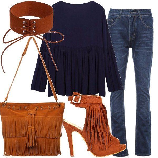 Jeans+blu+scuro,+modello+bootcut,+a+vita+bassa+abbinati+ad+una+blusa+blu+in+viscosa,+con+maniche+a+campana+e+scollo+tondo+e+ad+un+sandalo+in+similpelle+scamosciata,+con+tacco+a+spillo,+plateau+anteriore+e+frange.+Ho+scelto+una+borsa+con+frange,+a+tracolla,+in+similpelle+scamosciata+e,+per+concludere,+una+collana+girocollo,+stringata,+in+similpelle.