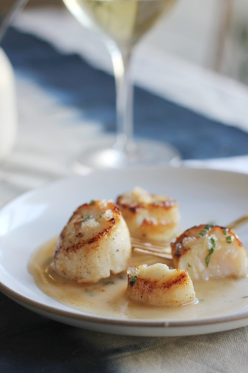 scallops with finger lime 'caviar' and grapefruit beurre blanc