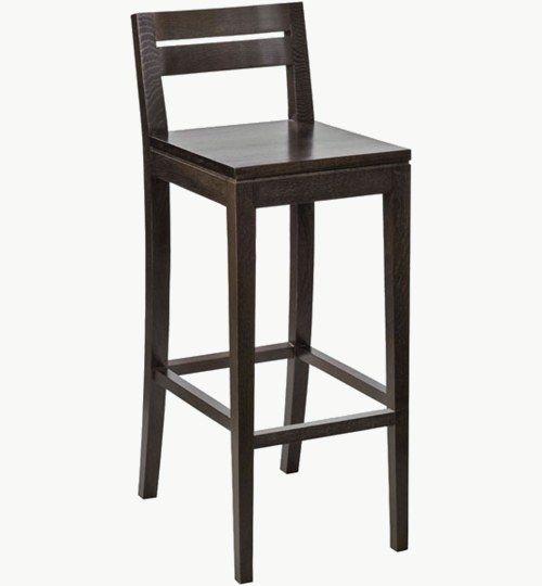 Barstol i trä som går att få med stoppad sits, många tyger att välja på. Ingår i en serie med en vanlig stol. Barstolen är tillverkad i trä med bets samt att det går att få sittskalet stoppat/klätt. Stolen väger 6,5 kg, vilket är en normal vikt för en barstol. Tyg Lido 100 % polyester, brandklassad. Tyg Luxury, 100 % polyester, brandklassad. Konstläder Pisa, brandklassad, 88,5% PVC, 11,5% polyester. #azdesign #barstol #brun #inredning #pagedmeble