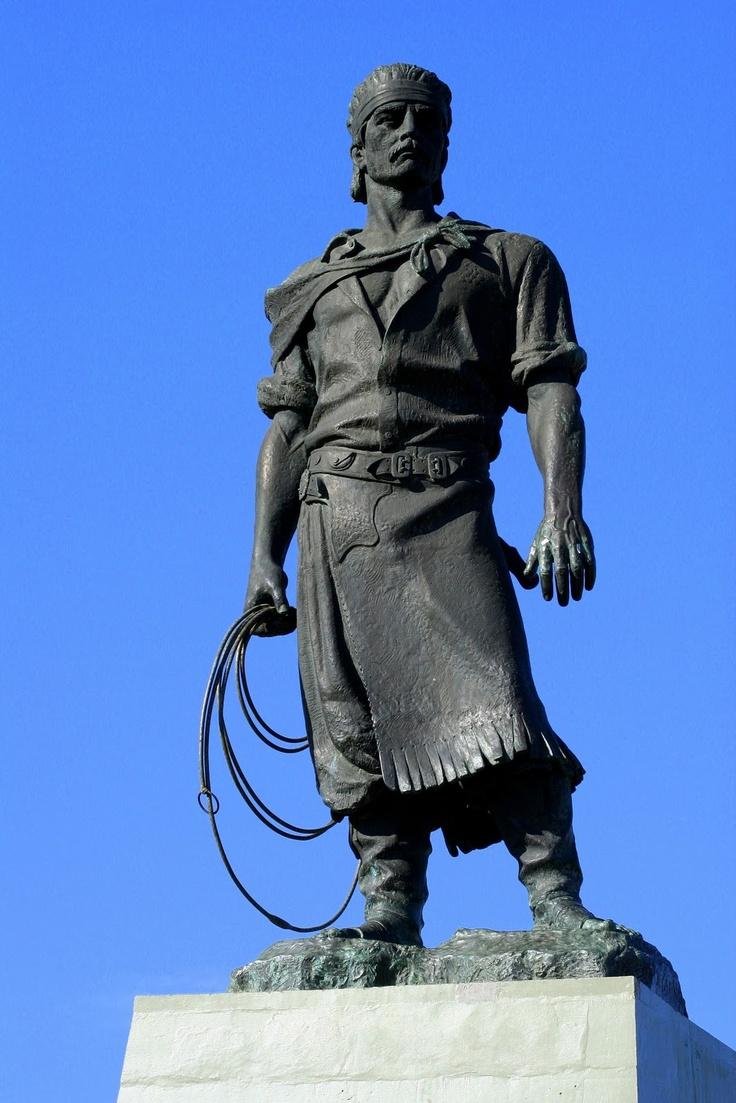 """Laçador, Porto Alegre - RS - Um dos nossos principais simbolos; """"O Gaúcho. O homem do campo que lida com vacas e cavalos"""". O homem valente que ama sua cidade e sua família."""