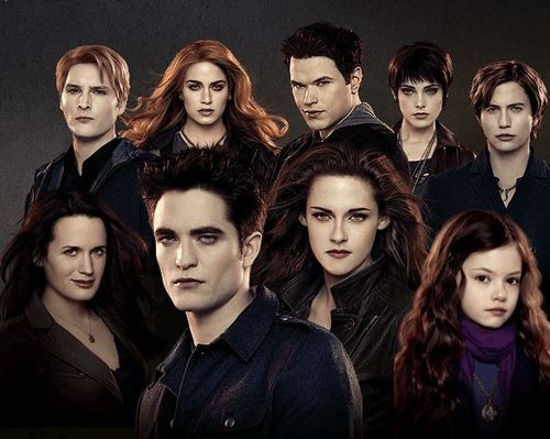 Carlisle Cullen, Roselie Hale, Emmett Cullen, Alice Cullen& Jasper Hale (up from left) Esme Cullen, Edward Cullen, Bella Cullen& Renesmee Cullen (down from left)