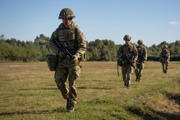 Surprise exercise tests paratroopers' reactions - British Army Website