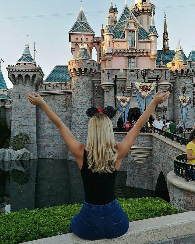 6. Évidemment, passe au moins une journée à Disneyland