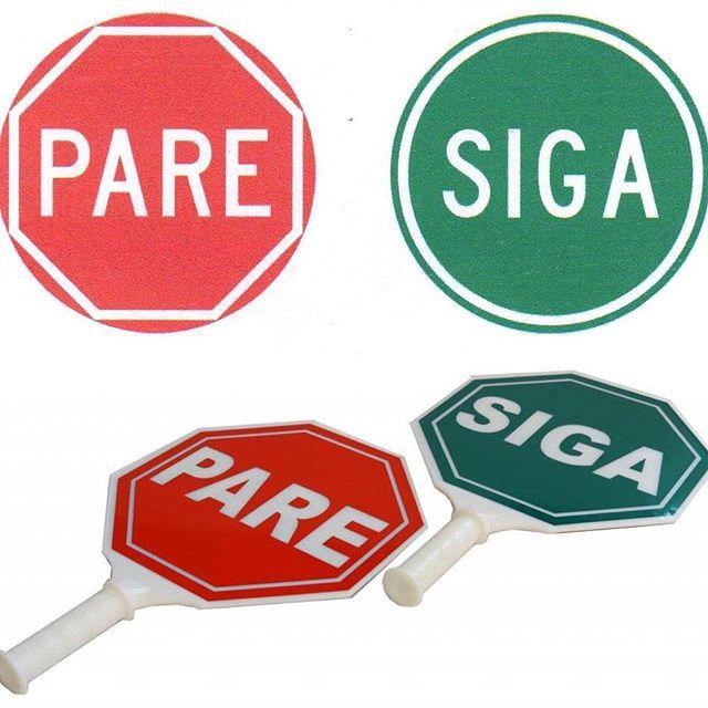 PALETA PARE Y SIGA Dimensiones: 30x30 o 45x45 cm. Mango de 3cm x 12cm. Plástico inyectado, con reflectividad de alta densidad, color rojo y verde y letras blancas. Se usa para zonas escolares, cruces peatonales peligrosos, obras con cruces en la vía entre otros. #señalización #colombia #excelencia #seguridad #inteligenciavial #hlserviciosintegrales #pare #siga #cruces #plastico #paleta #verde #roja #demarcación #codigodetransito #respeto