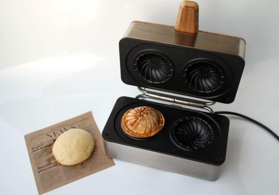 ¡Al rico helado de invierno! | Máquina de Jordi Roca y Andreu Carulla para elaborar bocadillos de helado. Un briocherelleno de helado | #JordiRoca #Girona #Rocambolesc #AndreuCarulla