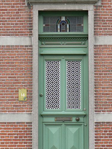Prachtige deur, met raam. (wel andere kleur ;))