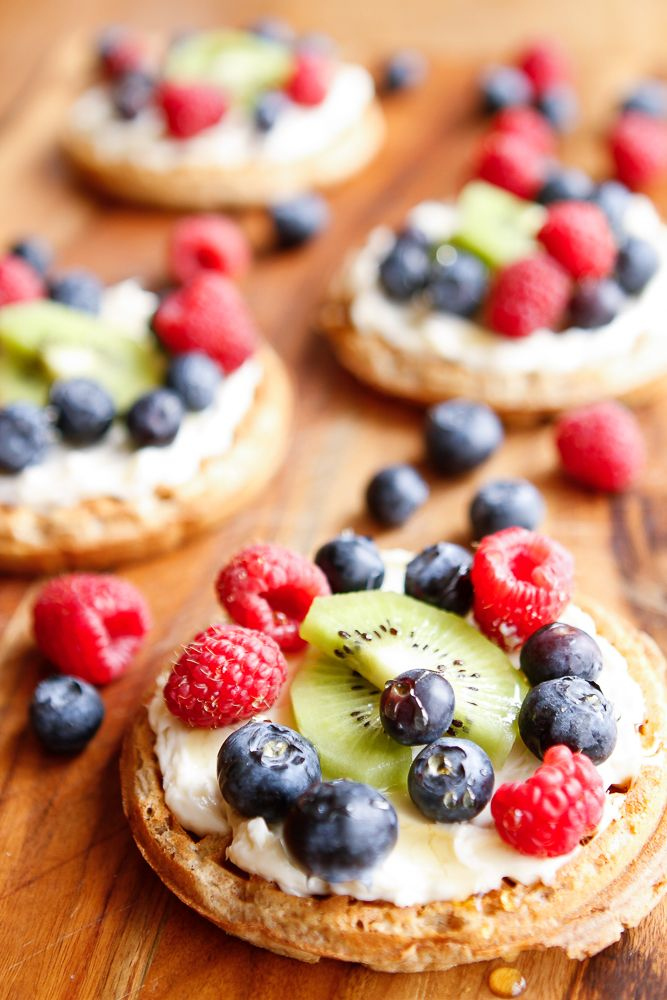 Healthy Fruit Pizza Recipe -- this easy fruit pizza gets a little more nutritious with a multigrain waffle crust. Topped with a whipped cream cheese mixture, fresh fruits and berries and a drizzle of honey, it's a healthy and delicious snack any time! Featuring @horizonorganic at @krogerco  #BackToSchool #NaturalFoods #ad