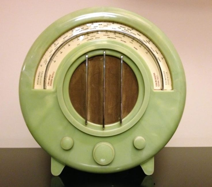 Green Ekco AD65 Art Deco Radio ~ for more photos including the interior works, click on link