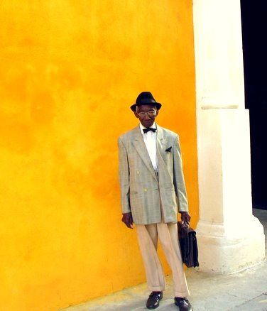 White shirt, bow tie and ready to go, #Cuba, #Havana #kneelandmercado
