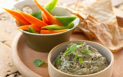 Baba ghanoush - auberginedip Smager godt som dip til sprøde grøntsager og brødstænger.