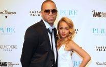 """¿Se acuerdan que hace semanas, Rihanna publicó en twitter, unas fotos de unos zarcillos acompañada de la frase: """"Haré que seas mi perra""""?  Ante este comentario, la prensa, y por lo visto muchos fanáticos de la cantante, especularon que estaba dirigido a la modelo Karrueche Tran, es decir, la actual novia de Chris Brown. Ver más en: http://www.elpopular.com.ec/46951-la-guerra-se-salio-de-control.html"""