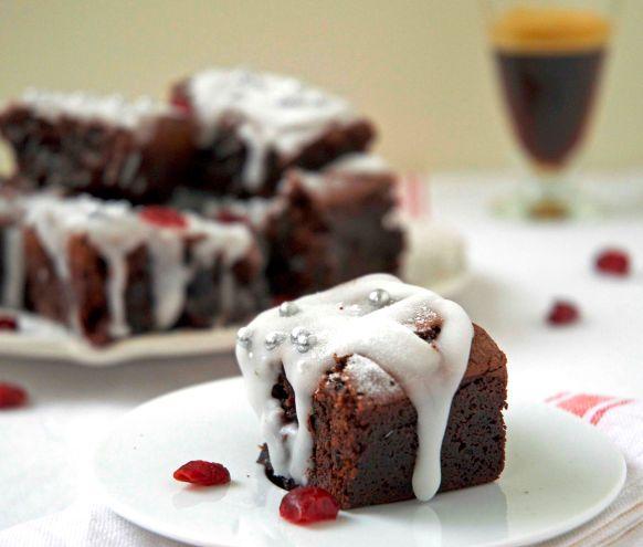 Kerstbrownies met 'dronken' cranberries recept   Dr.Oetker